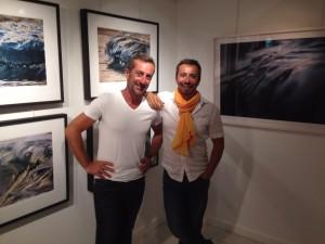 Les photographes et amis Pierre Carreau et Stéphane Scotto à l'expo Aqua Viva de Pierre Carreau - St Barth