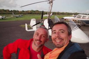 Le pilote de gyrocoptere Sebastien Anselme et le photographe Stéphane Scotto
